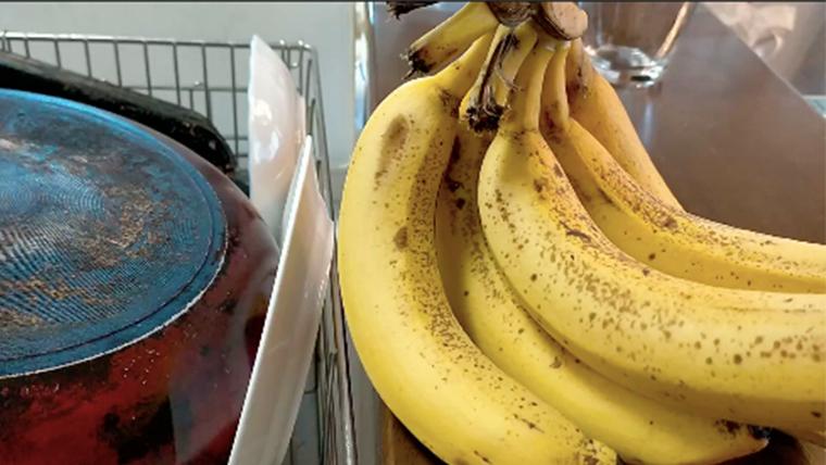 バナナが6本、黒ずみ始めた…。